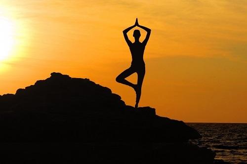 faire yoga silhouette